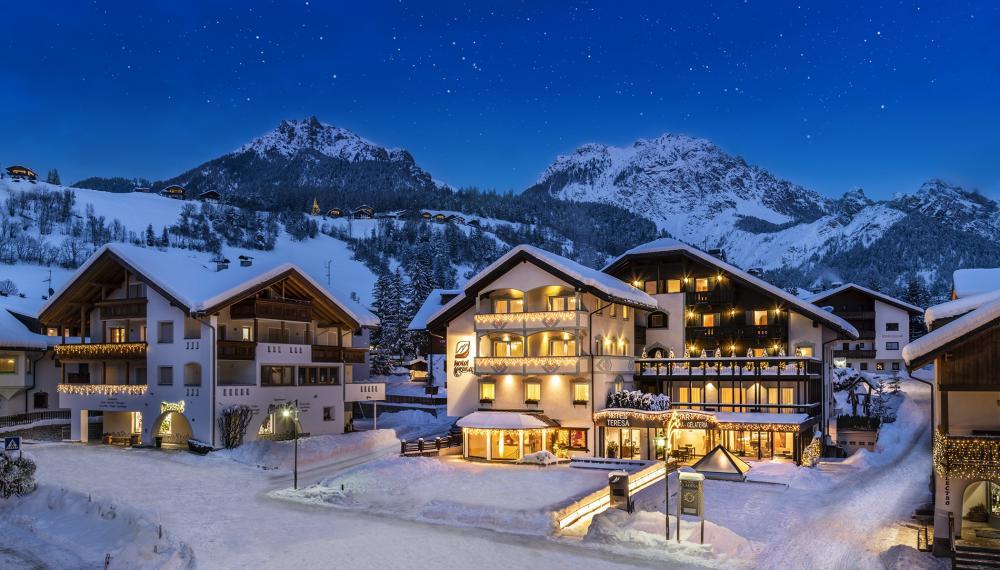 2hotel-teresa-winter-night-snow6